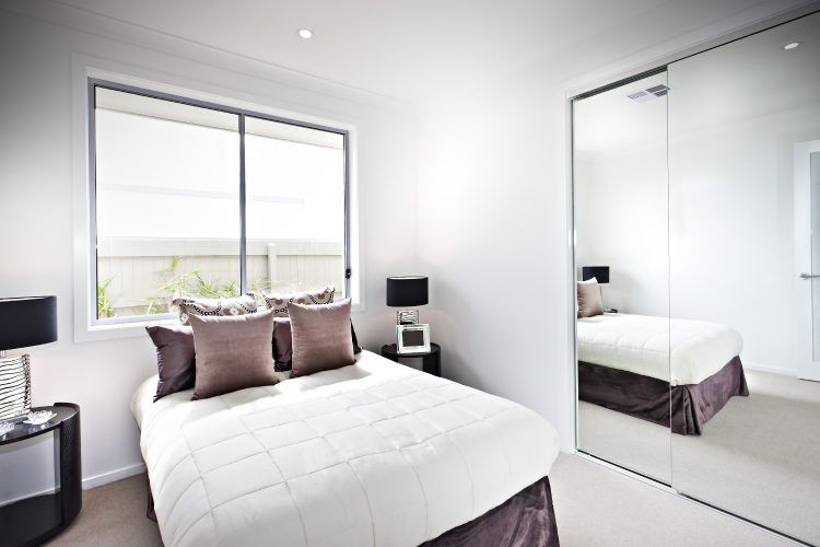 Simple hacks on how to make a room look bigger - How to make your room look bigger ...